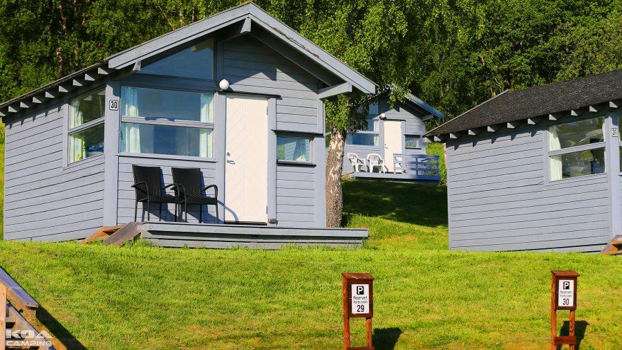 Liten eller stor hytte - alle har veranda med utsikt mot Trondheimsfjorden, som er Norges tredje lengste fjord.